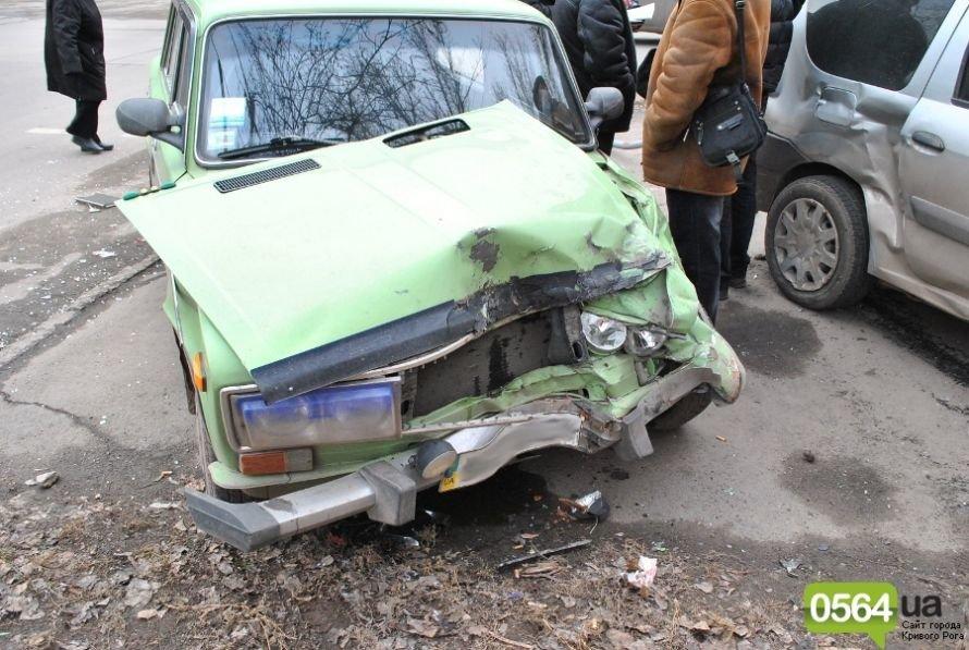 На перекрестке в Кривом Роге не разминулись «ВАЗ» и «Dacia». Двое пострадавших (ФОТО), фото-10