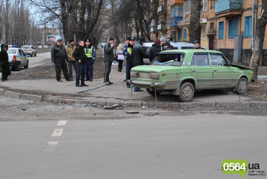 На перекрестке в Кривом Роге не разминулись «ВАЗ» и «Dacia». Двое пострадавших (ФОТО), фото-11