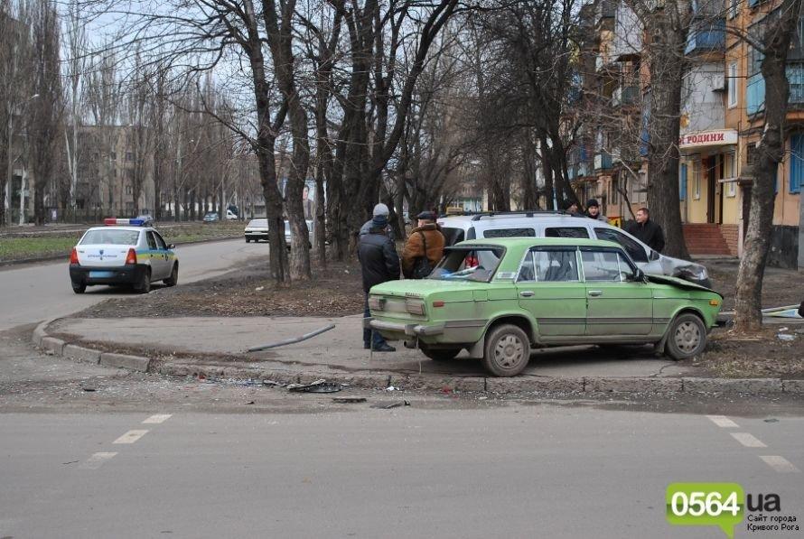 На перекрестке в Кривом Роге не разминулись «ВАЗ» и «Dacia». Двое пострадавших (ФОТО), фото-1