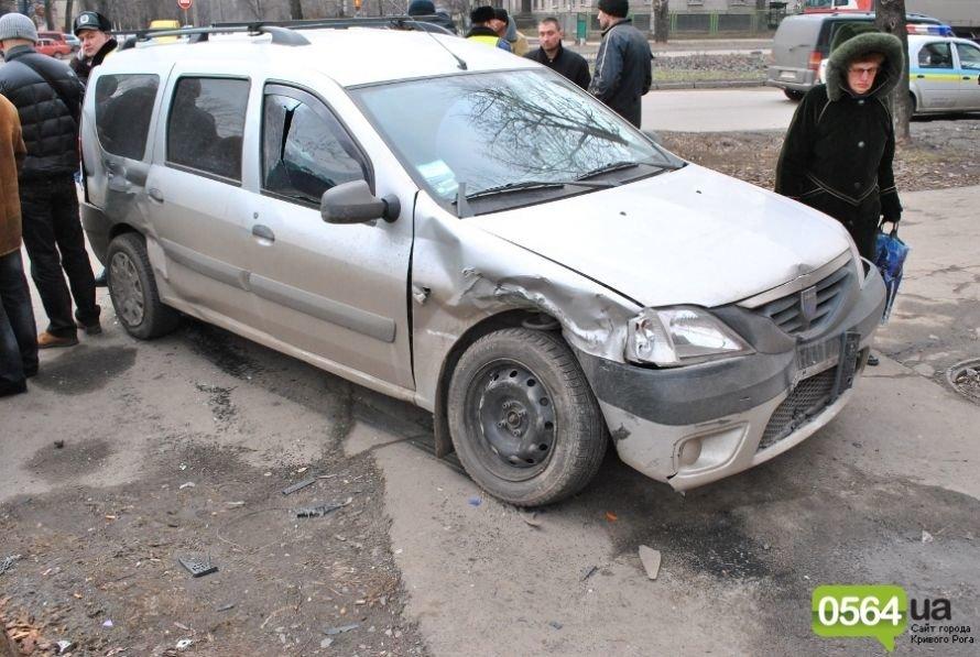 На перекрестке в Кривом Роге не разминулись «ВАЗ» и «Dacia». Двое пострадавших (ФОТО), фото-9