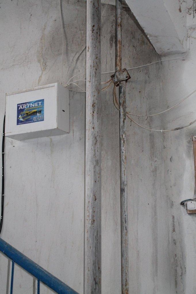 Артемовск: в пятиэтажке четвертый год течет крыша, фото-1