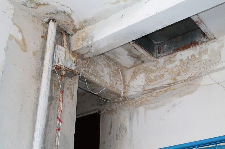 Артемовск: в пятиэтажке четвертый год течет крыша, фото-4