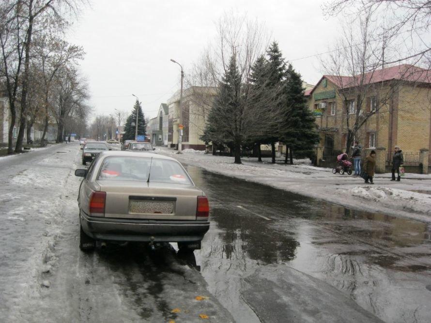 В Доброполье можно попасть в ДТП, даже будучи припаркованным, фото-1