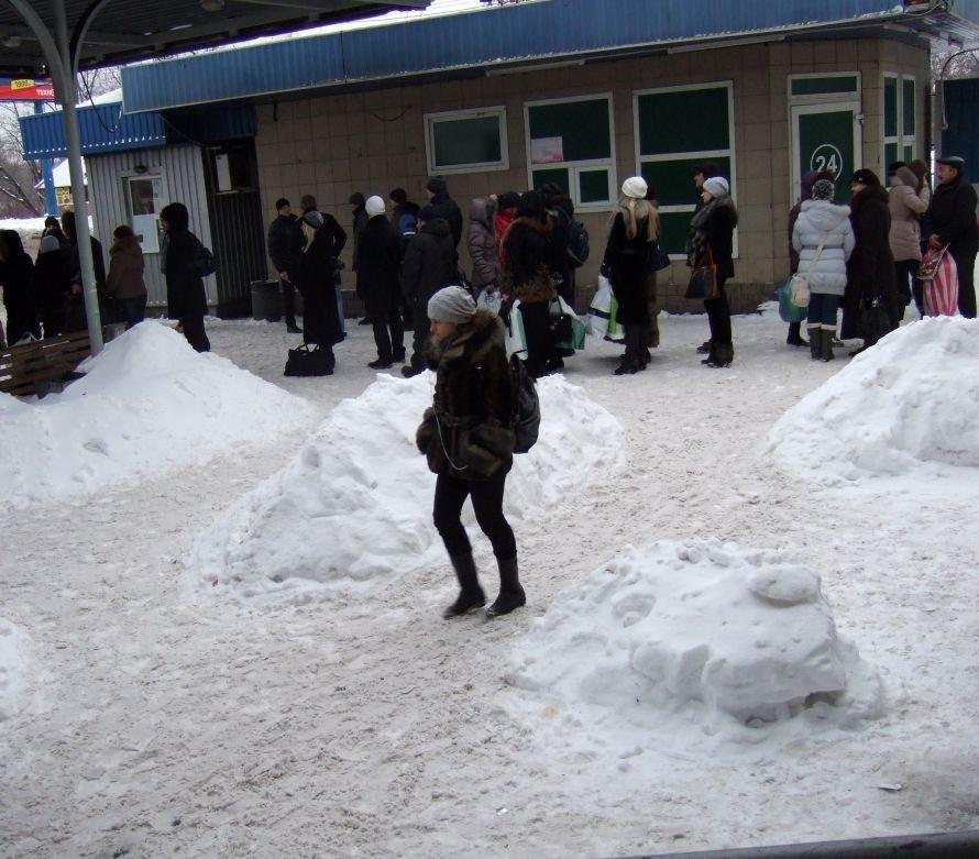 Автобусов «Донецк-Горловка» на автовокзале «Южный» люди ждали вчера по часу, фото-1