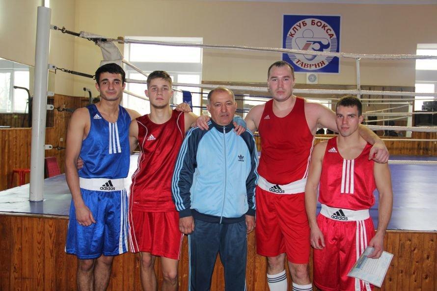 Ялтинские боксеры первые в турнире памяти мастеров, фото-1