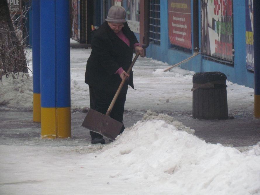 Мариуполь освобождают от снега и льда (Фоторепортаж), фото-4