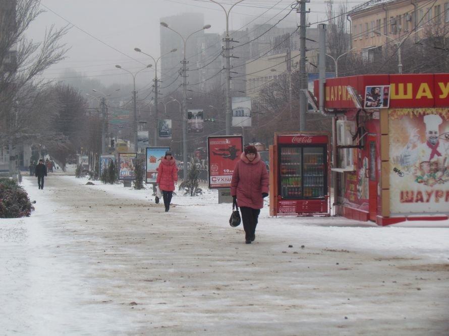 Мариуполь освобождают от снега и льда (Фоторепортаж), фото-3