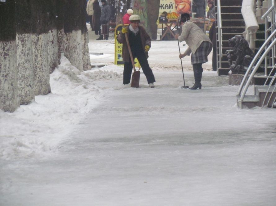 Мариуполь освобождают от снега и льда (Фоторепортаж), фото-5