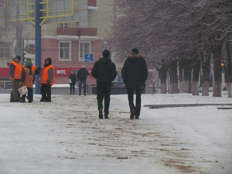 Мариуполь освобождают от снега и льда (Фоторепортаж), фото-2