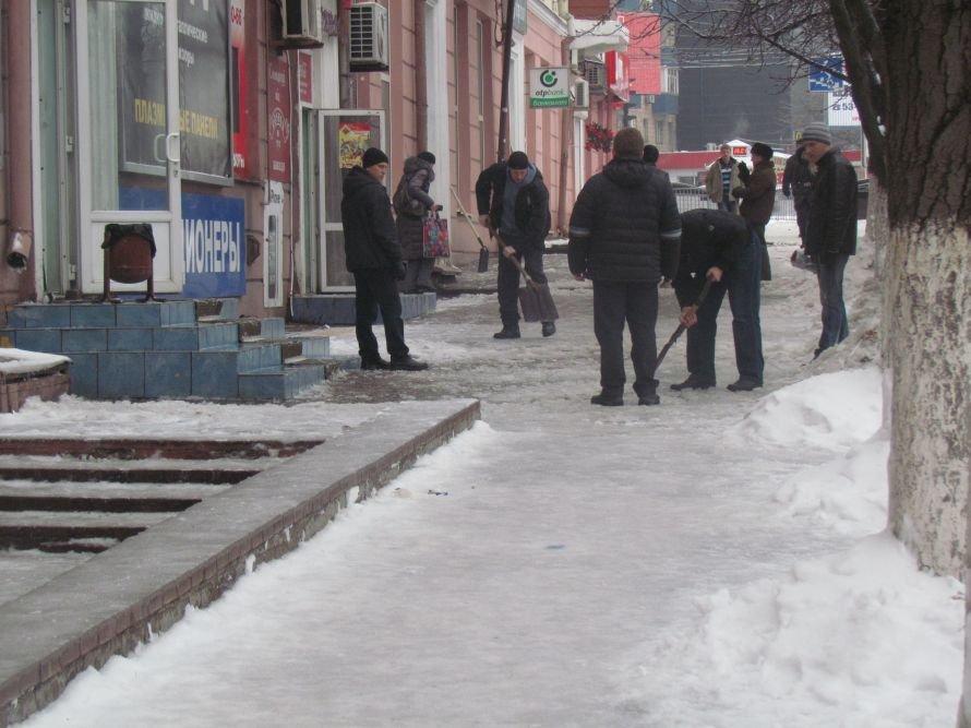 Мариуполь освобождают от снега и льда (Фоторепортаж), фото-9