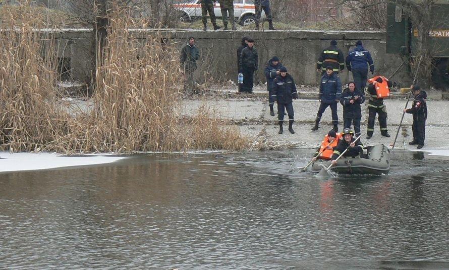 Кіровоград: на крижину посередині річки потрапив собака, фото-1