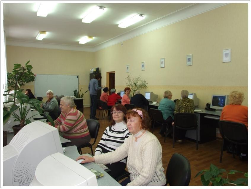 В Кременчуге студенты Университета третьего возраста изучают основы работы с компьютером, фото-1