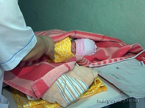 В Мариуполе горе-мамаша в пьяном угаре забыла о младенце (ФОТО), фото-1