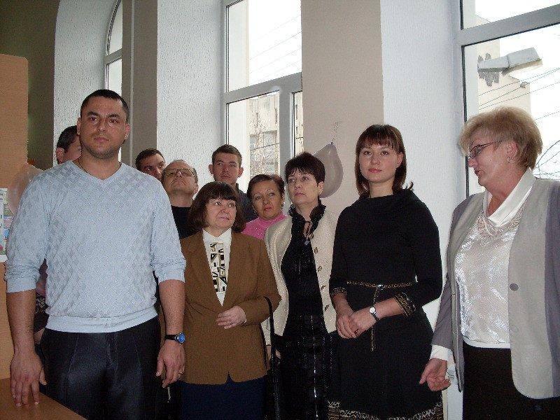 Зам мэра Симферополя в библиотеке накормили пирогом с gip 2010 (ФОТО), фото-1