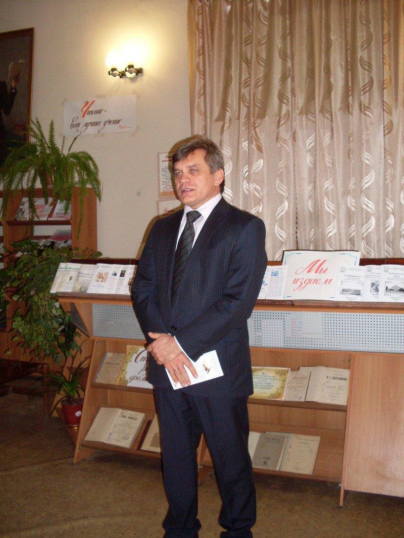 Зам мэра Симферополя в библиотеке накормили пирогом с gip 2010 (ФОТО), фото-2