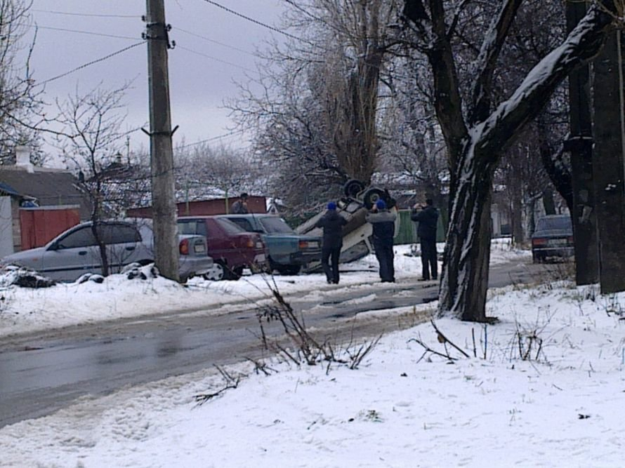 В Мариуполе автомобиль влетел в сугроб и перевернулся (ФОТО), фото-4