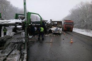 На Полтавщине  врезался грузовик: 9 пассажиров пострадали (фото) - фото 1