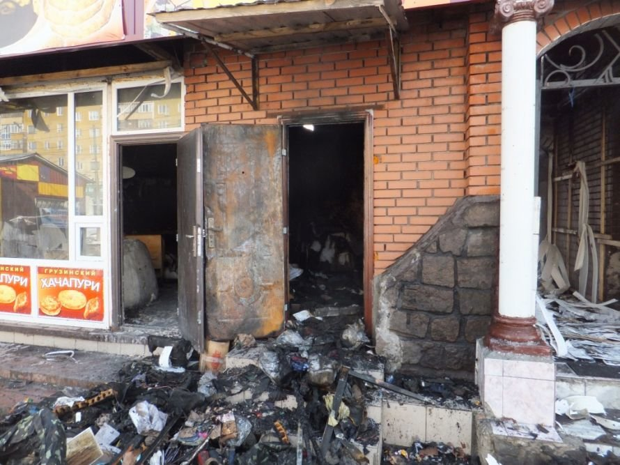 Фоторепортаж с пожара на рынке «Босфор» (фото), фото-1