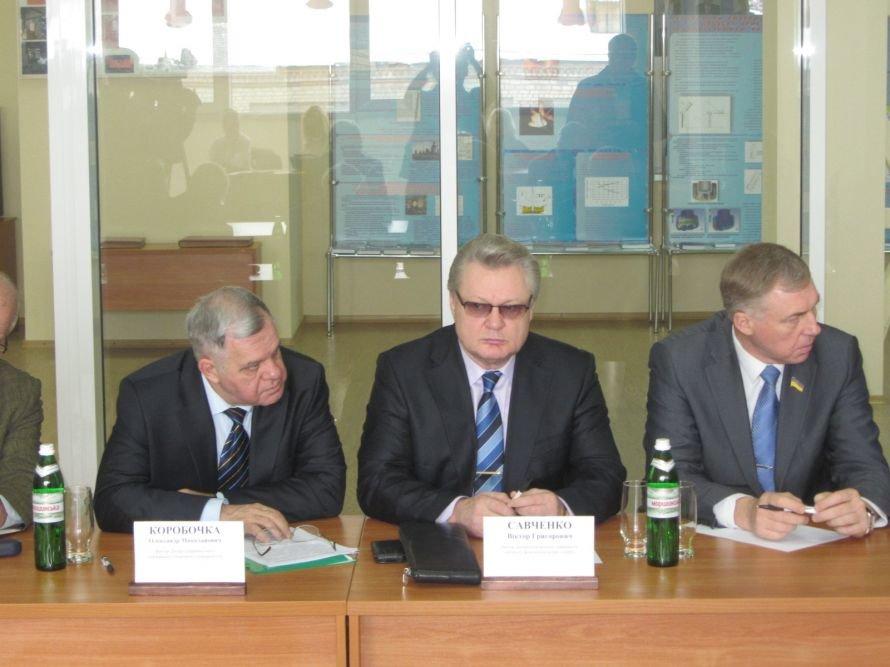 У днепропетровских вузов много проблем, но мы будем стараться их решить, - губернатор Колесников, фото-1
