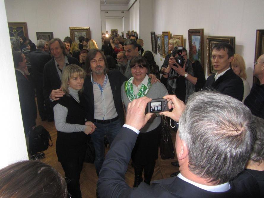 VIP-персоны пожаловали на открытие выставки Никаса Сафронова в Днепропетровске (ФОТОРЕПОРТАЖ), фото-7