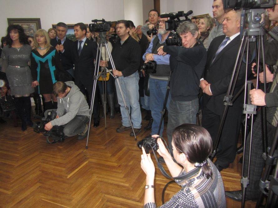 VIP-персоны пожаловали на открытие выставки Никаса Сафронова в Днепропетровске (ФОТОРЕПОРТАЖ), фото-6