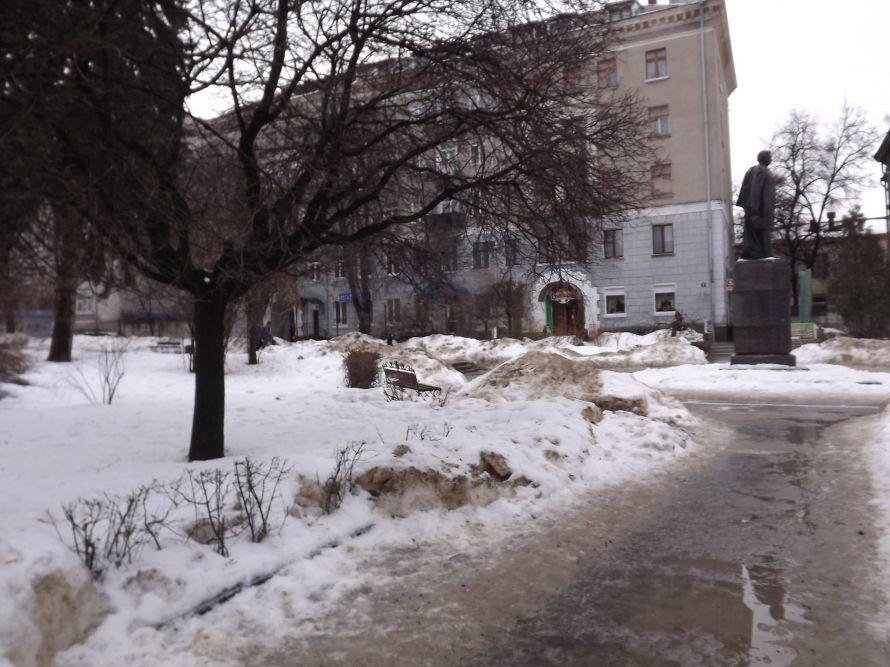 ДТП у центрі Тернополя, зірвана сесія облради, таргани у квартирі пенсіонерки – головні події Тернопільщини за тиждень у фото та відео, фото-5