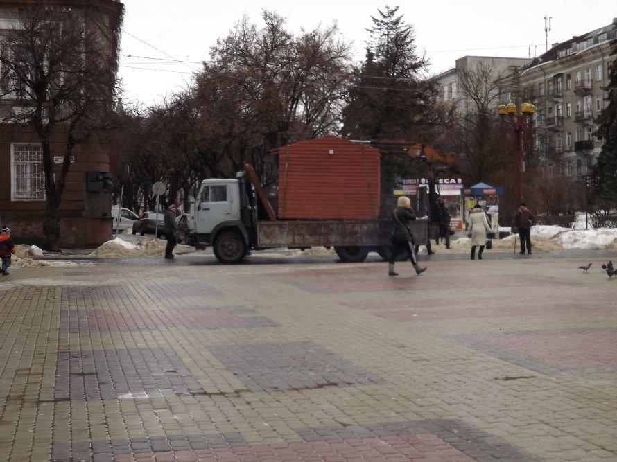 ДТП у центрі Тернополя, зірвана сесія облради, таргани у квартирі пенсіонерки – головні події Тернопільщини за тиждень у фото та відео, фото-17