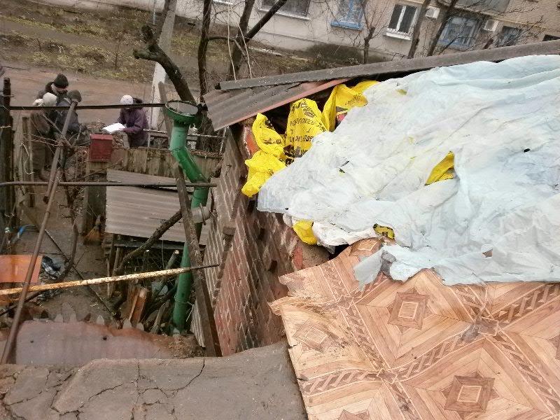 В Мариуполе семья погорельцев больше года живет в доме без окон и дверей (ФОТО), фото-6