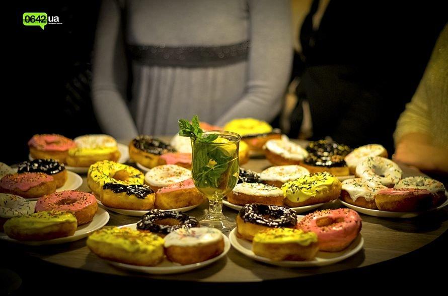 Студенты луганского ВУЗа делали коктейли и угощали желающих пончиками (ФОТО), фото-3