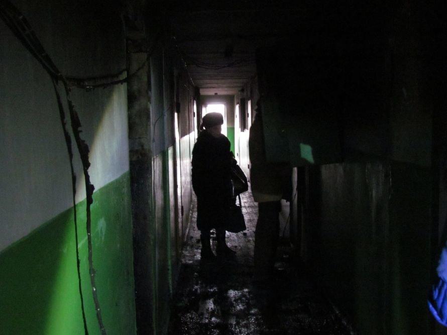 В Мариуполе сгорела гостинка на бульваре Шевченко (ФОТО), фото-1