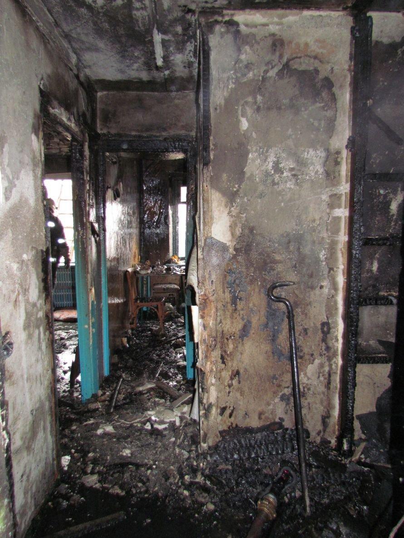 В Мариуполе сгорела гостинка на бульваре Шевченко (ФОТО), фото-3