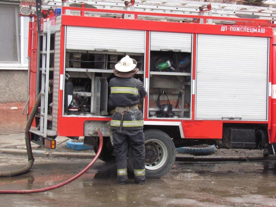 В Мариуполе сгорела гостинка на бульваре Шевченко (ФОТО), фото-2