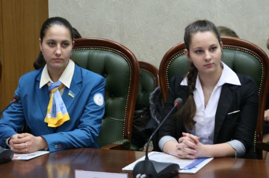 Евгений Удод показал детям-парламентариям «свои» владения, фото-1
