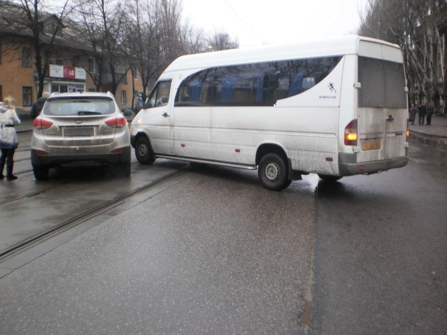 В Кривом Роге ДТП парализовало движение трамваев по улице Косиора (ФОТО), фото-1