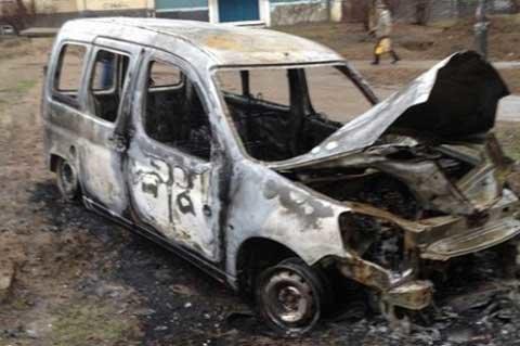 Итоги дня: в Кривом Роге сгорела машина «Прессы-М», в посадке нашли обезглавленный труп, а от вокзала остался только фасад, фото-1