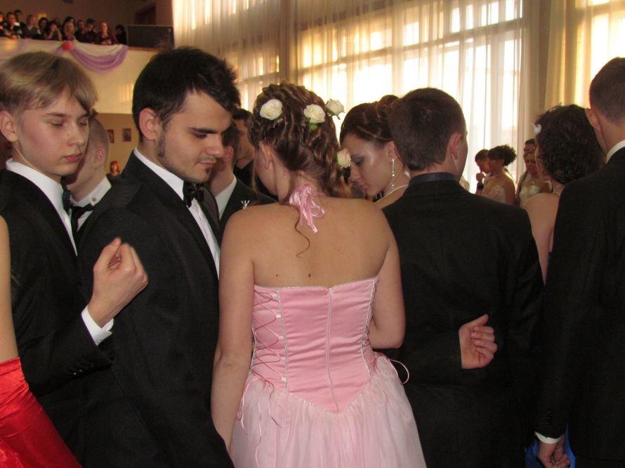 Мариупольские старшеклассники вальсировали на балу (ФОТО), фото-8