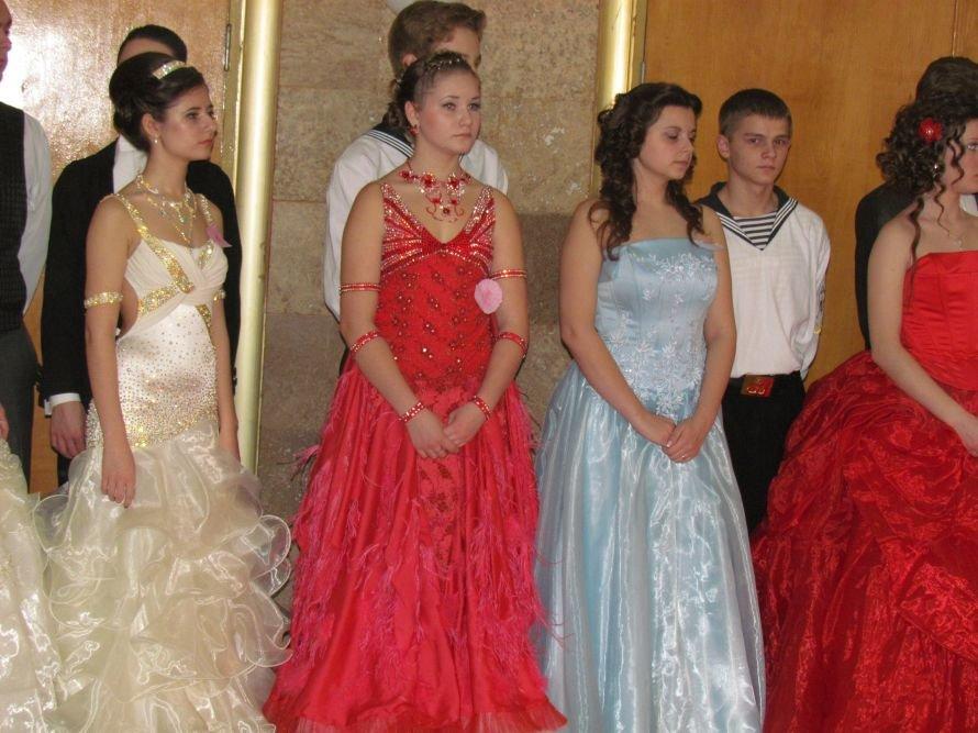 Мариупольские старшеклассники вальсировали на балу (ФОТО), фото-1