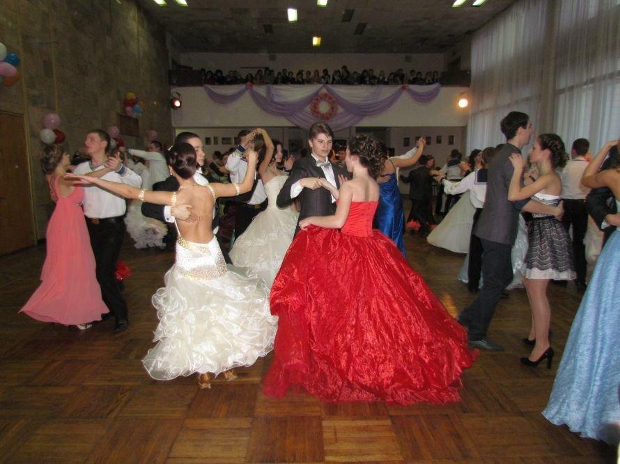 Мариупольские старшеклассники вальсировали на балу (ФОТО), фото-2