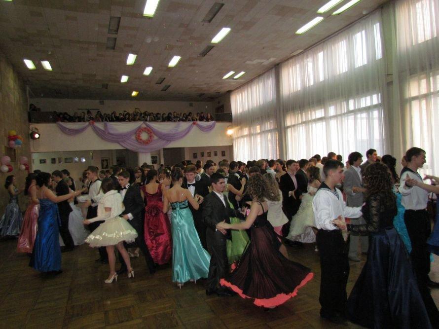 Мариупольские старшеклассники вальсировали на балу (ФОТО), фото-3