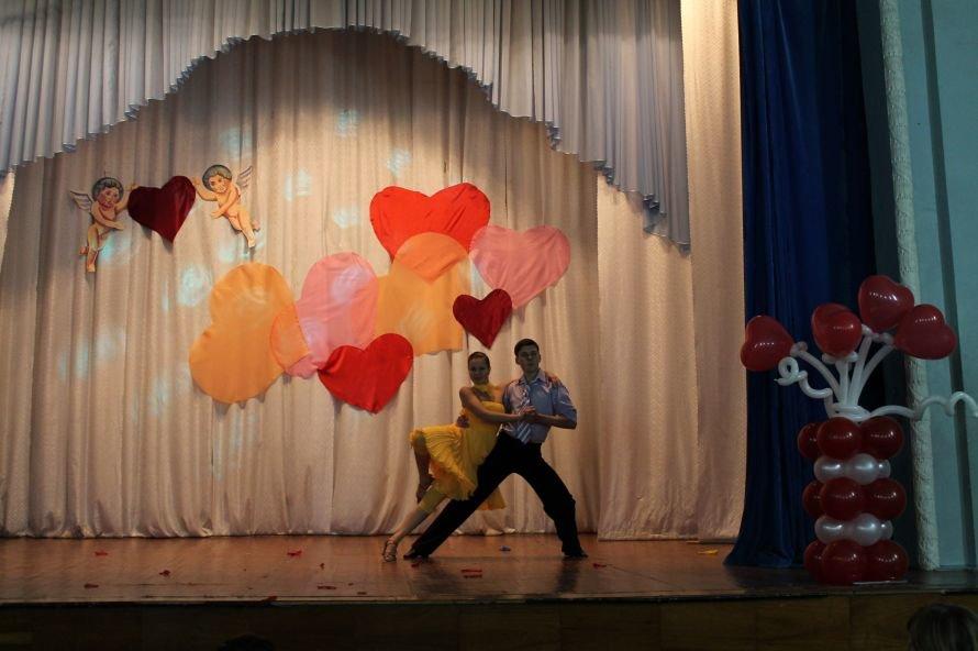 Артемовские студенты отмечали День Святого Валентина с юмором и флешмобом, фото-5