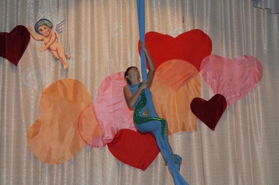 Артемовские студенты отмечали День Святого Валентина с юмором и флешмобом, фото-4