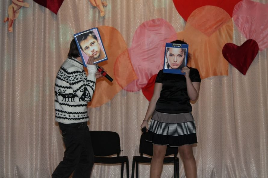 Артемовские студенты отмечали День Святого Валентина с юмором и флешмобом, фото-7