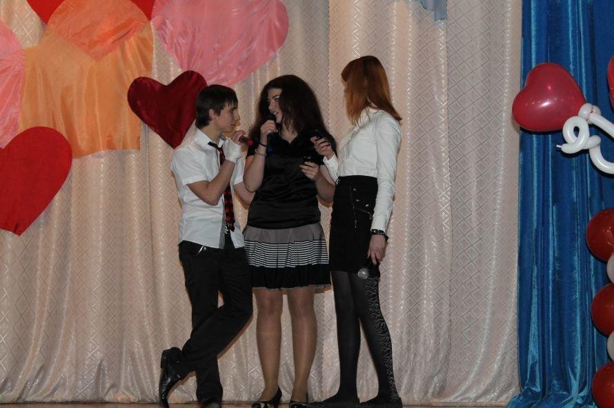 Артемовские студенты отмечали День Святого Валентина с юмором и флешмобом, фото-6