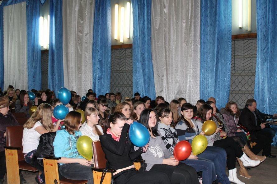 Артемовские студенты отмечали День Святого Валентина с юмором и флешмобом, фото-9