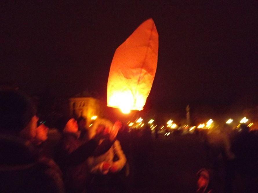 Тернополяни запалили свічки у небі – запуск ліхтариків на Театральному майдані (фото, відео), фото-4