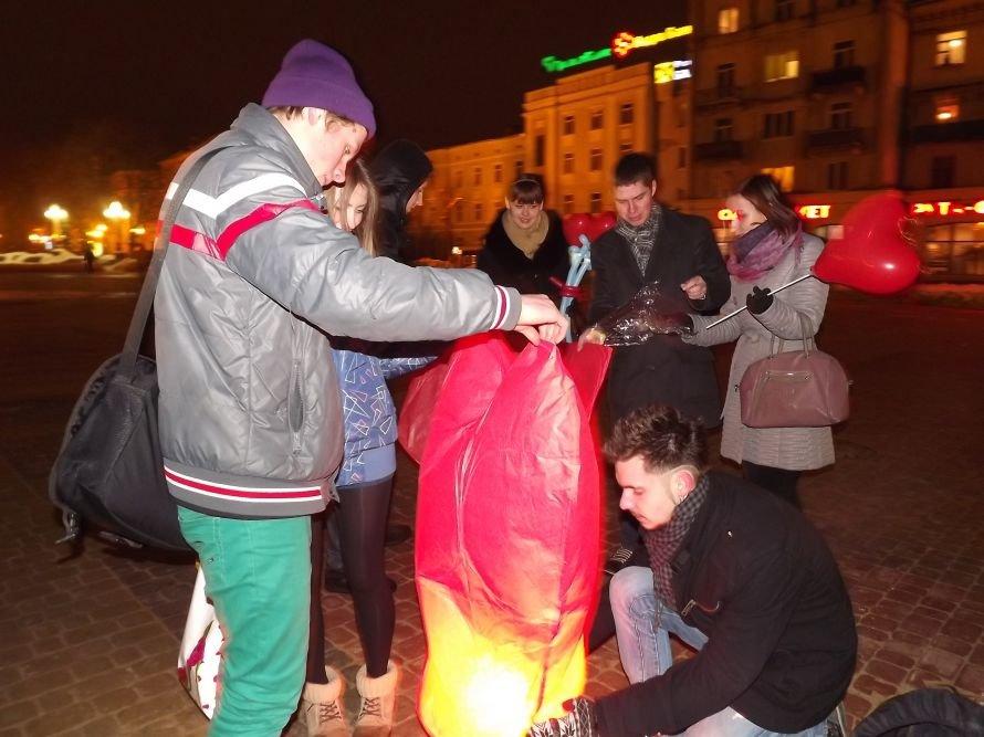 Тернополяни запалили свічки у небі – запуск ліхтариків на Театральному майдані (фото, відео), фото-1