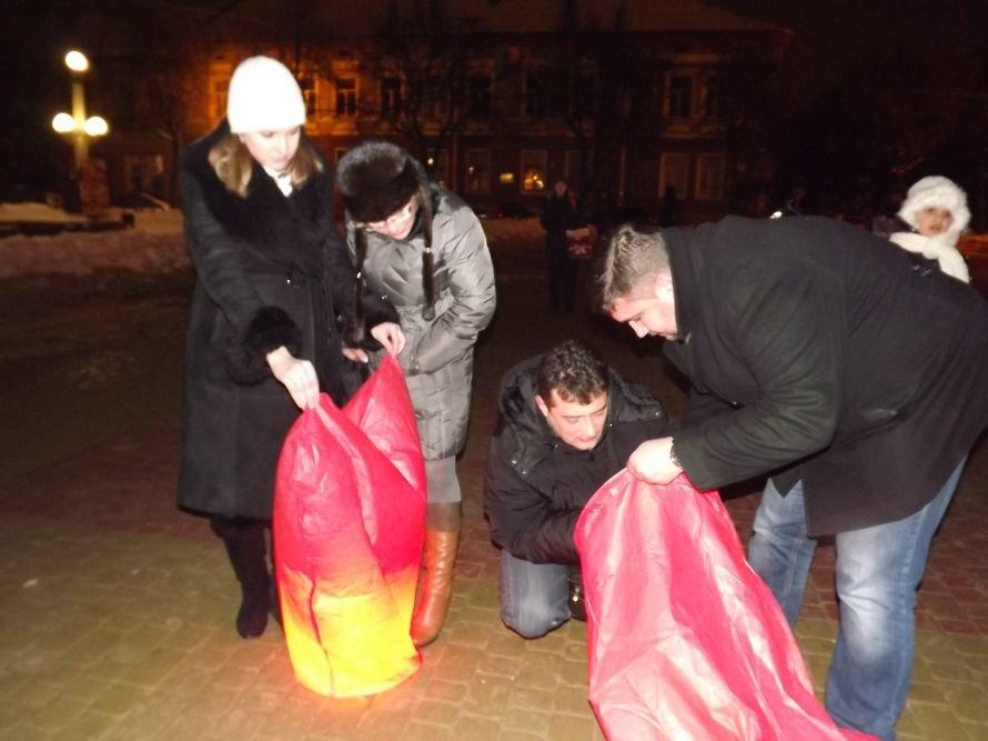 Тернополяни запалили свічки у небі – запуск ліхтариків на Театральному майдані (фото, відео), фото-2