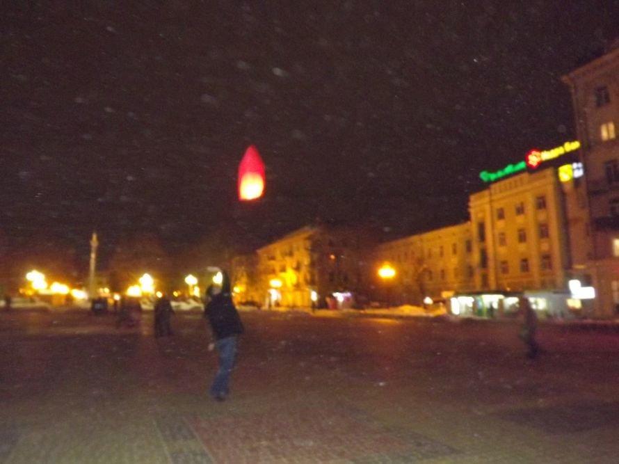 Тернополяни запалили свічки у небі – запуск ліхтариків на Театральному майдані (фото, відео), фото-7