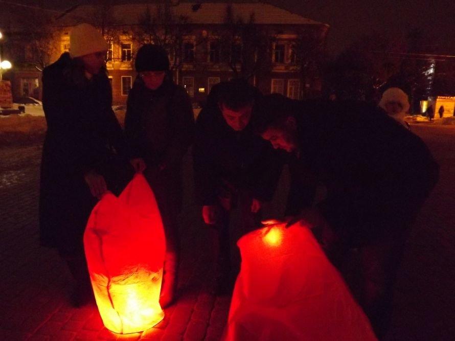 Тернополяни запалили свічки у небі – запуск ліхтариків на Театральному майдані (фото, відео), фото-9