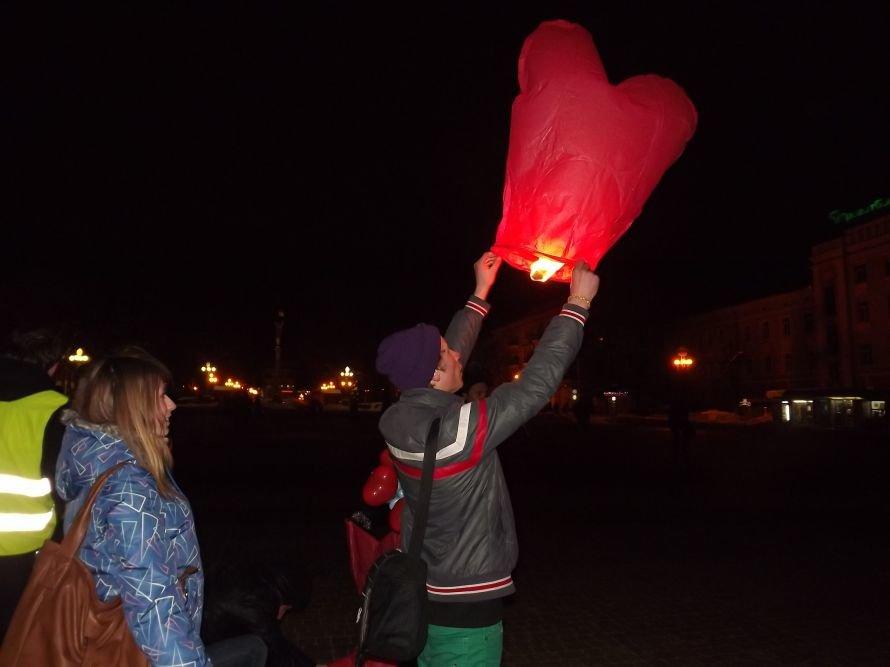 Тернополяни запалили свічки у небі – запуск ліхтариків на Театральному майдані (фото, відео), фото-3
